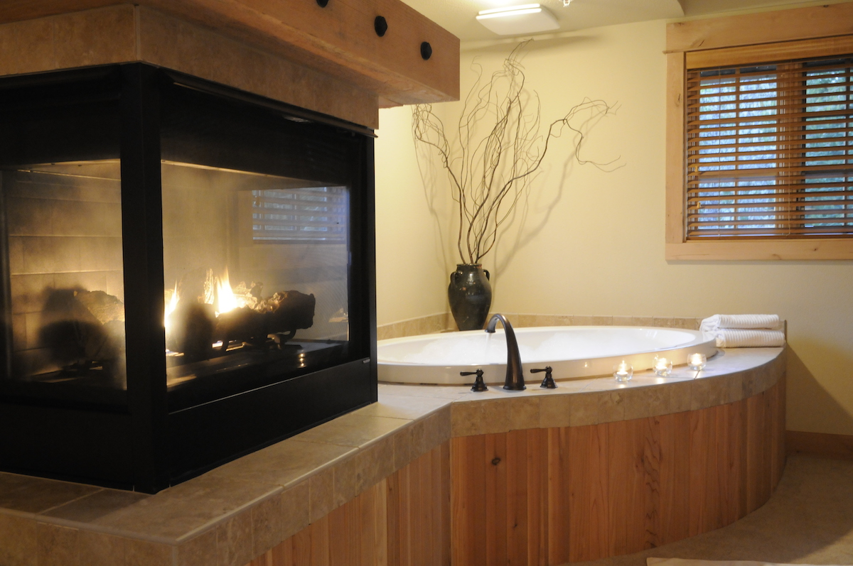 A well appointed bath at Collins Lake Resort .